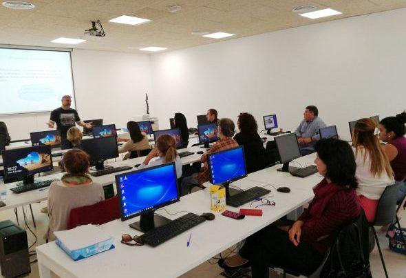 Buena participación en el curso sobre redes sociales